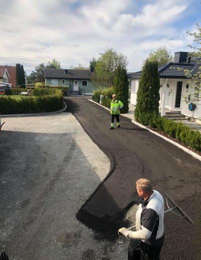 håndlegging av asfalt i innkjørsel